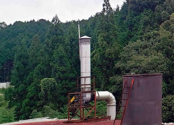 煙突(煙を冷やして水溶液化)