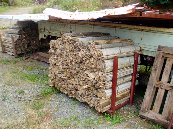 製炭炉に入れる前の竹